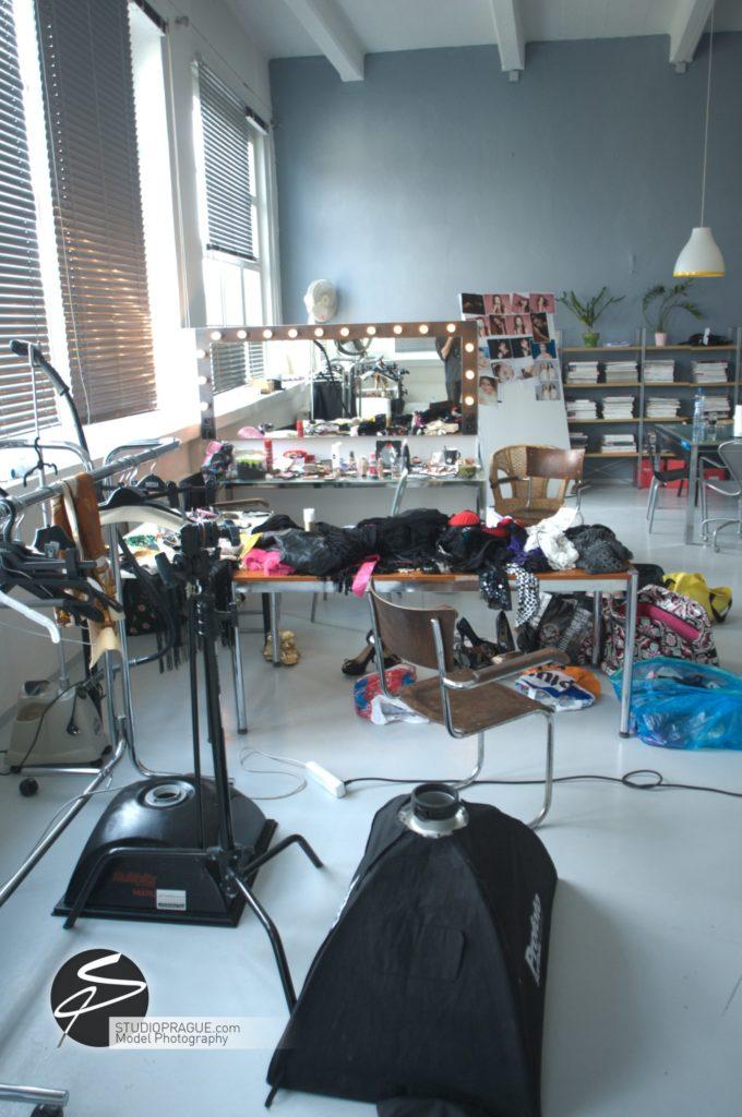 Nude & Glamour Photography Courses In Prague - StudioPrague & Dan Hostettler Photo Workshops - Behind The Scenes - B2 - 009