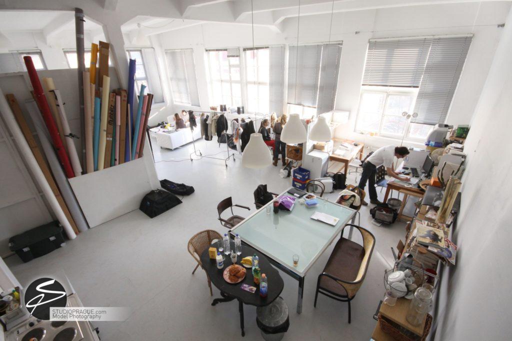 Nude & Glamour Photography Courses In Prague - StudioPrague & Dan Hostettler Photo Workshops - Behind The Scenes - B2 - 019